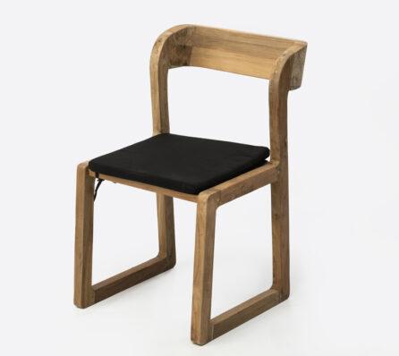 כיסא מעץ מלא