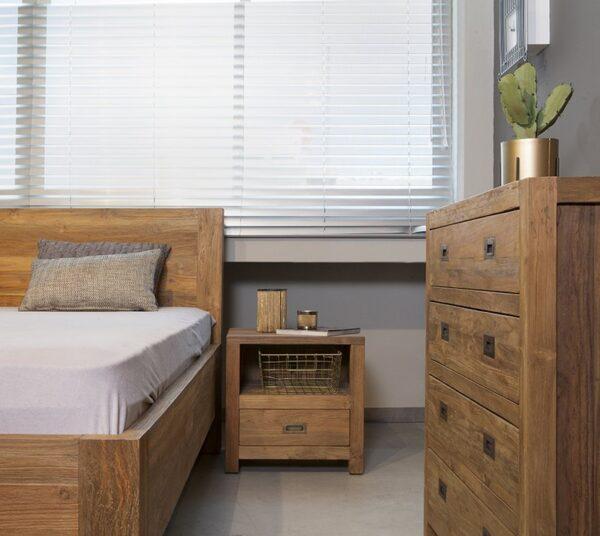 שידת מיטה מעץ מלא