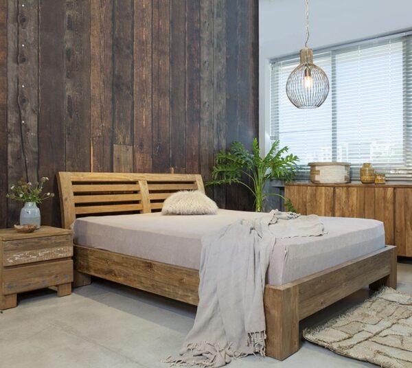 מיטה זוגית מעץ מלא