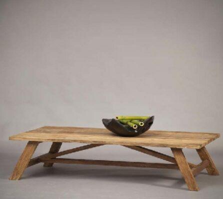 שולחן Primitive