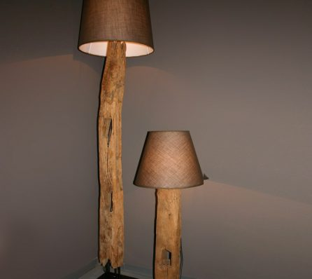 מנורת עץ מלא באפלו