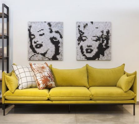 ספה תלת מושבית צהובה