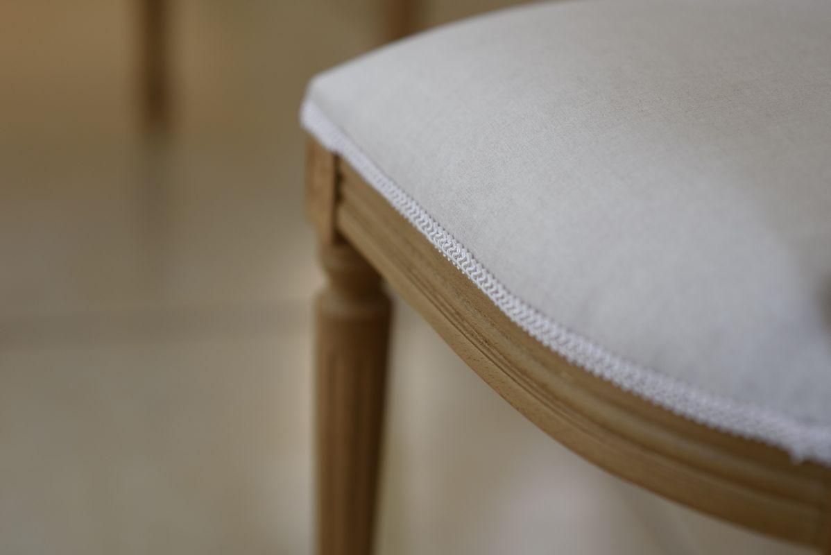 כסא אוכל מרופד מעץ