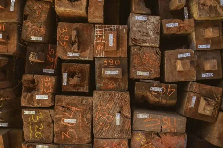 רהיטים מעץ ממוחזר