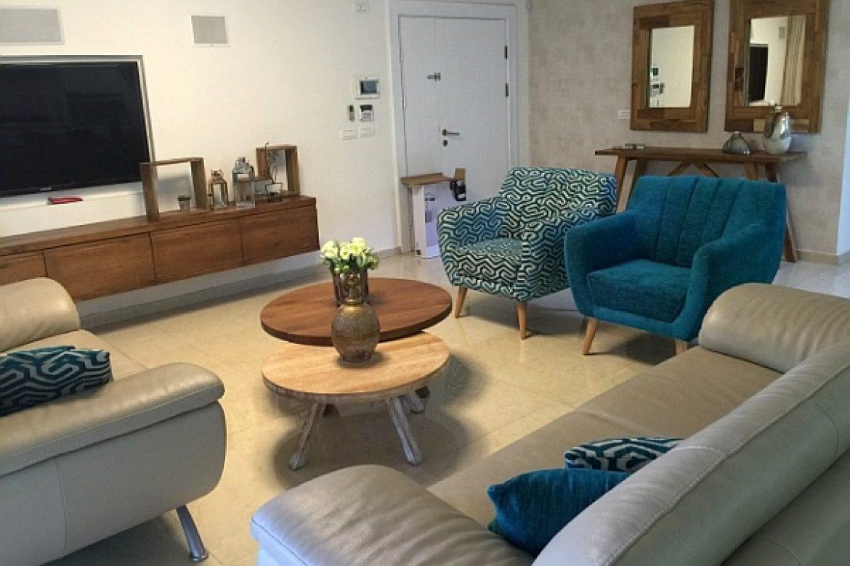 מעצבים את הסלון עם רהיטי עץ מלא