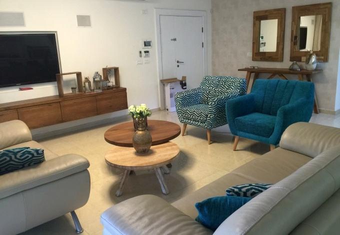 רהיטי עת מלא בסלון