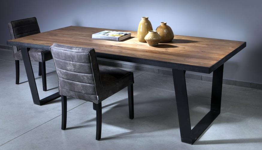 שולחן אוכל מעץ ממוחזר וברזל