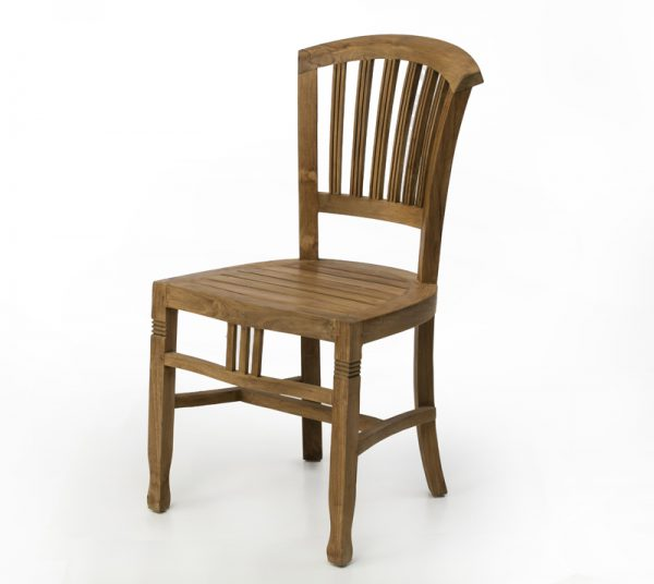 כיסא עץ מלא עם פיתוחים