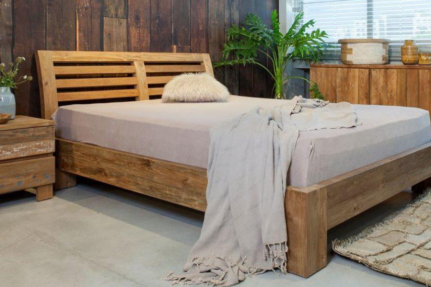 מיטת עץ מלא