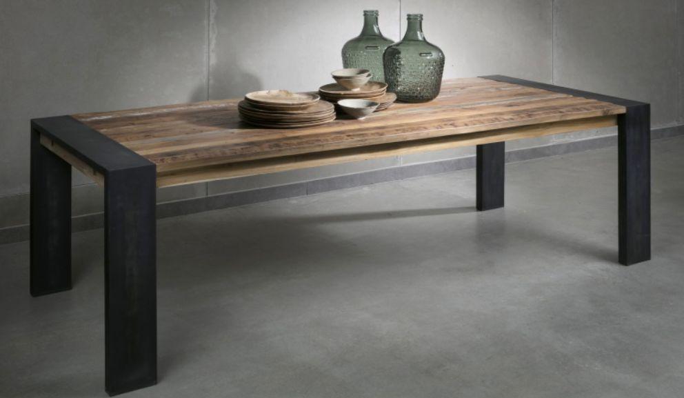 שולחן אוכל מעץ מלא עם רגלי ברזל