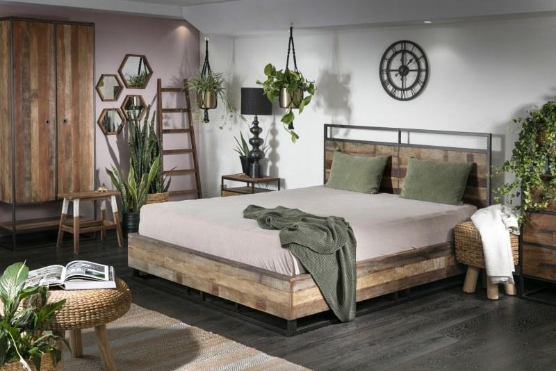 צמחים ועציצים בחדר השינה