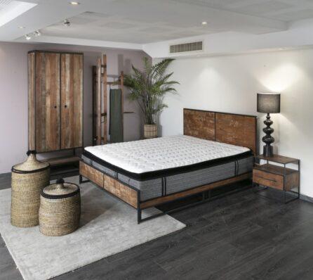 מיטה כפרית מעץ וברזל