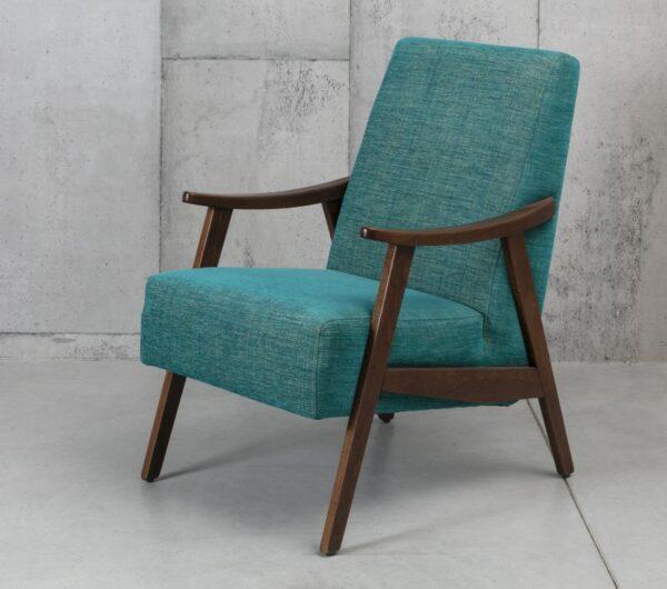 כורסא מרופדת עם משענות