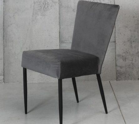 כסא אוכל עם משענת גבוהה