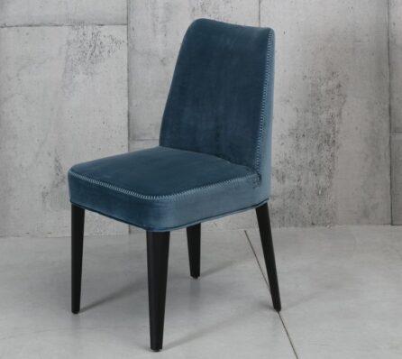 כסא מרופד לפינת אוכל