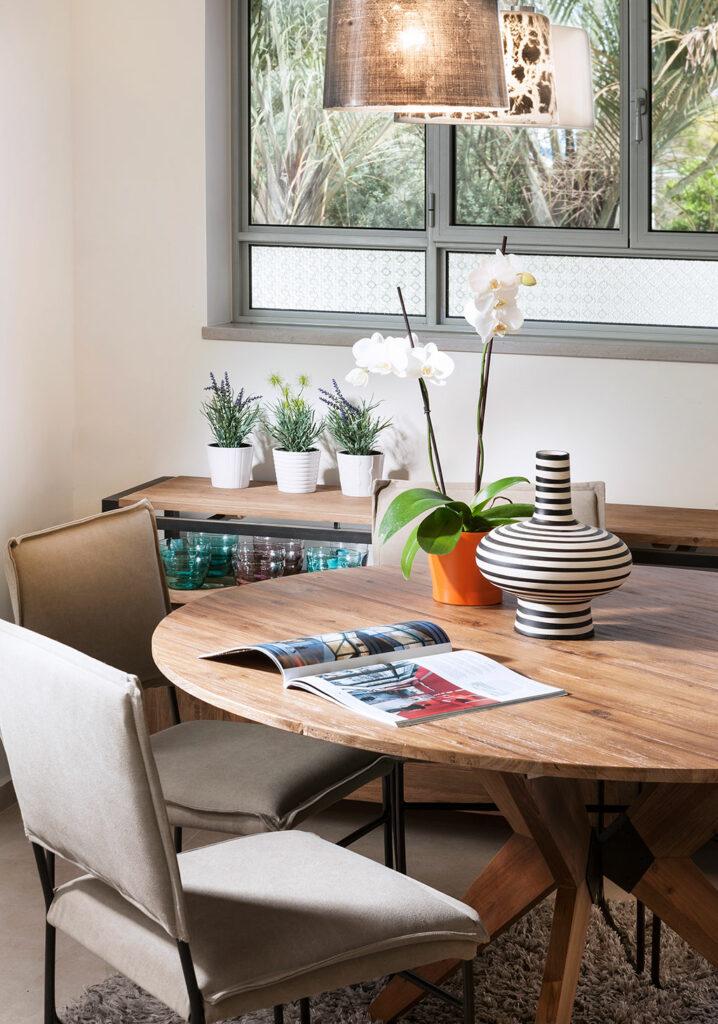 שולחן אוכל עגול מעץ מלא