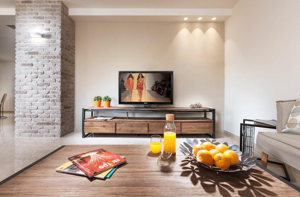 רהיטי עץ לסלון